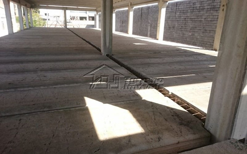 terreno na chácaras reunidas com construção inacabada. próximo à rodovia presidente dutra