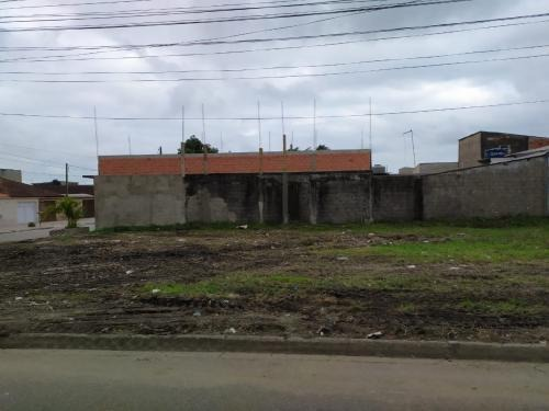 terreno no litoral com 375 m², em mongaguá/sp 6091-pc
