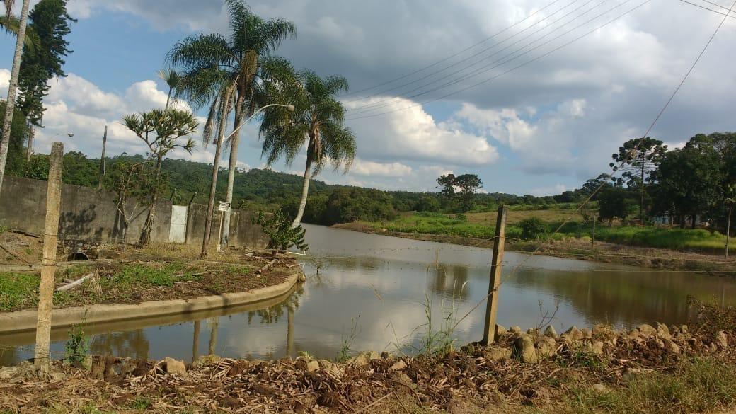 terreno perto a represa itupararanga