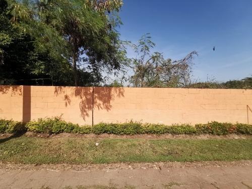 terreno plano en esquina de calle, sobre el boulevard de las naciones, acapulco diamante