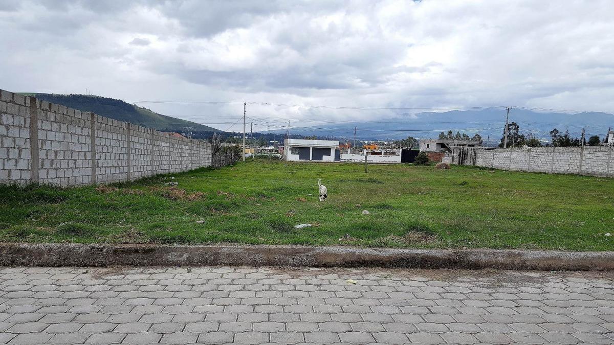 terreno plano urbanizado cayambe