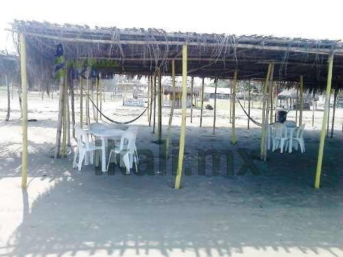 terreno playa tuxpan veracruz de 1200 m² ubicado en la playa de la ciudad cuenta con 8 metros de frente por 150 metros de fondo, tiene una maravillosa vista al mar, los servicios con los que cuenta s