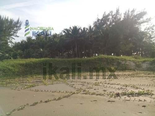 terreno playa tuxpan veracruz, ubicado en  la calle arrecife esquina con la calle perla, cuenta con diferentes medidas en sus 4 lados con 21.94 m. de frente al golfo de méxico y 25.15  m. de fondo qu