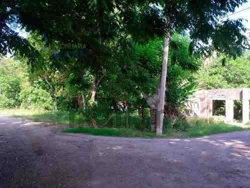 terreno renta frente rio tuxpan veracruz ubicado en la congregación cobos a la altura casi de la escuela manuel c. tello, es un terreno de 4700 m² de frente al rio cuenta con 52 m. 56 m. de frente a