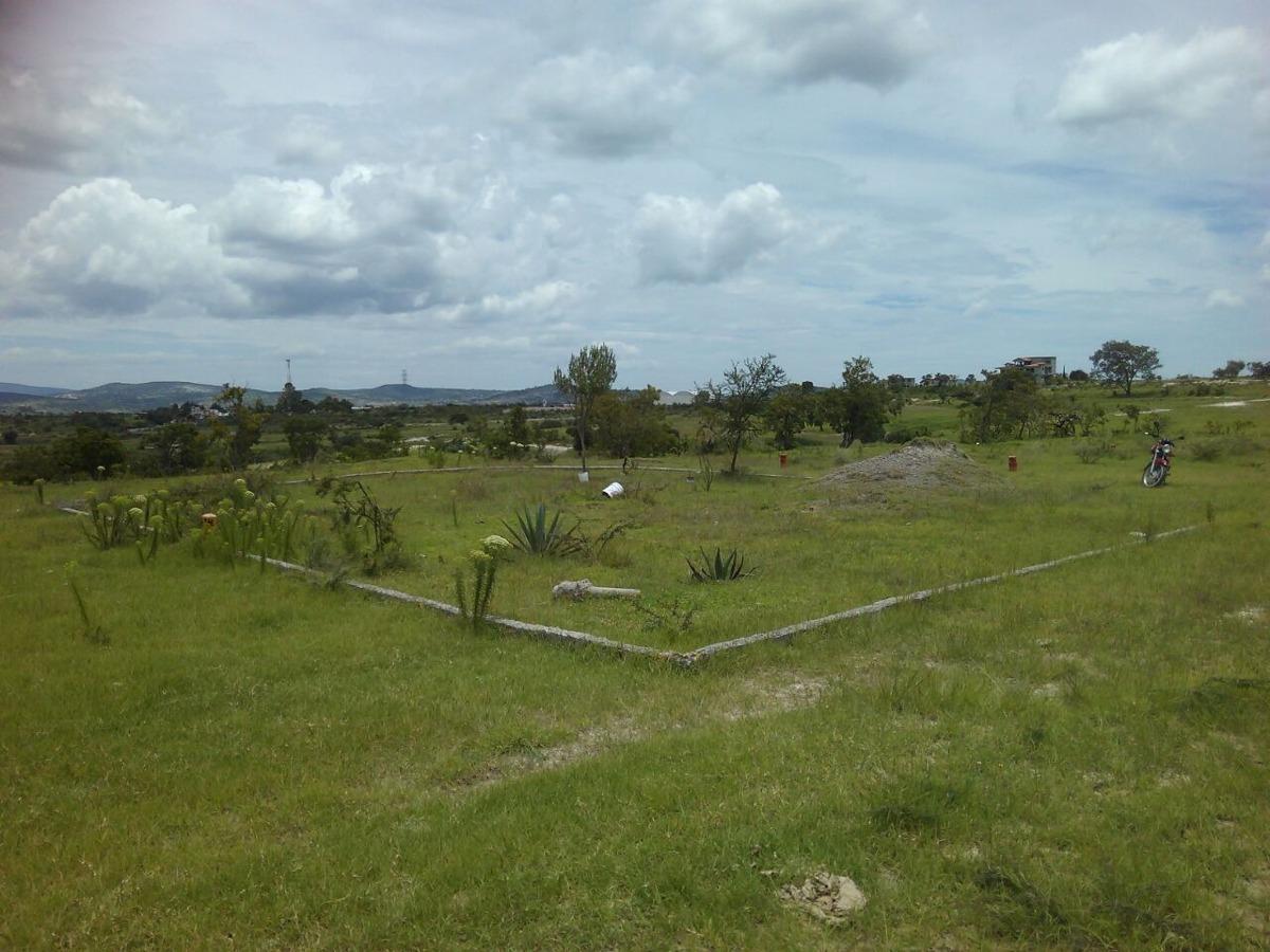 terreno rústico de 240 metros con cisterna de ~8 m3