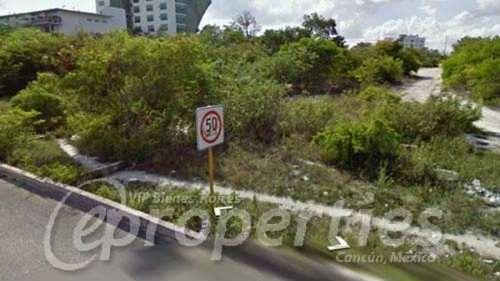 terreno sobre la avenida bonampak con andador contoy s.m. 9