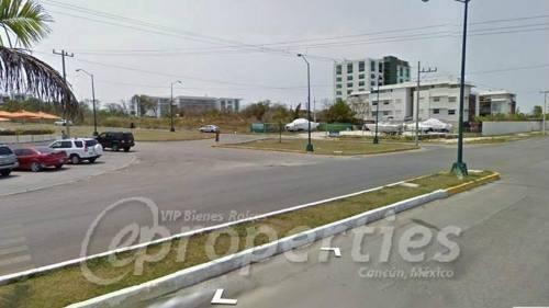 terreno sobre la avenida bonampak con avenida banco chinchorro s.m. 9