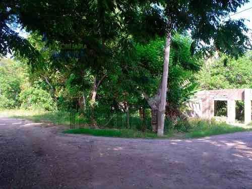 terreno tuxpan ver en renta ubicado en la congregacion cobos a la altura casi de la escuela manuel c. tello, es un terreno de 4700 m² de frente al rio cuenta con 52 m. 56 m. de frente a la carretera