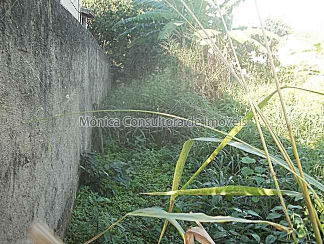 terreno unifamiliar, 450m², plano, murado nas laterais.