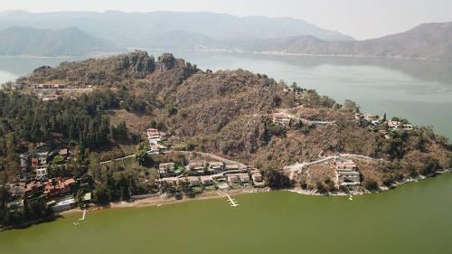 terreno vista al lago la peña