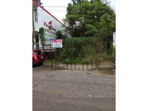 terrenos centricos en tuxpan ver. ubicado en la calle 15 de septiembre #24 (calle de alto flujo vial) se venden 1115 m². cuenta con todos los servicios públicos, en la bajada del puente de acceso pri