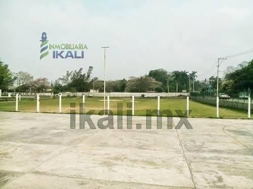 terrenos centricos en tuxpan veracruz. se encuentra en la calle cuitlahuac frente al campo deportivo del rastro, de la colonia azteca de la ciudad y puerto de tuxpan veracruz. cuenta con un área de 3