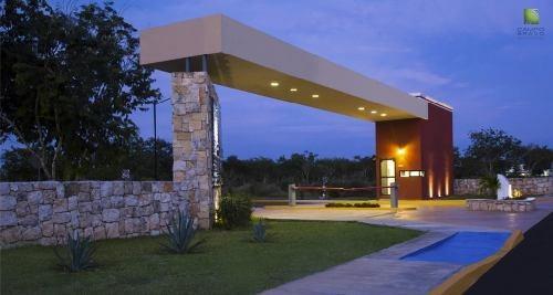 terrenos de 1000m2 con servicios en privada residencial. a 10 mins de la costa yucateca.