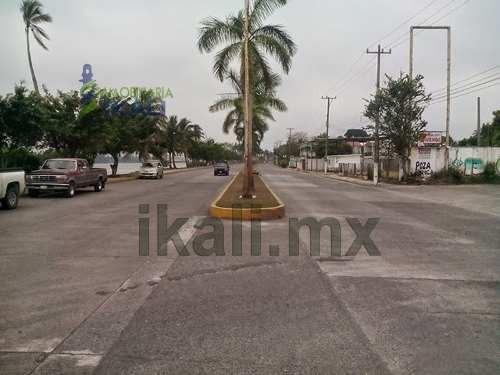 terrenos de venta tuxpan. se encuentra ubicado sobre el bulevar manuel maples arce esquina con la calle allende de la colonia adolfo ruiz cortines en la ciudad y puerto de tuxpan veracruz. cuenta con