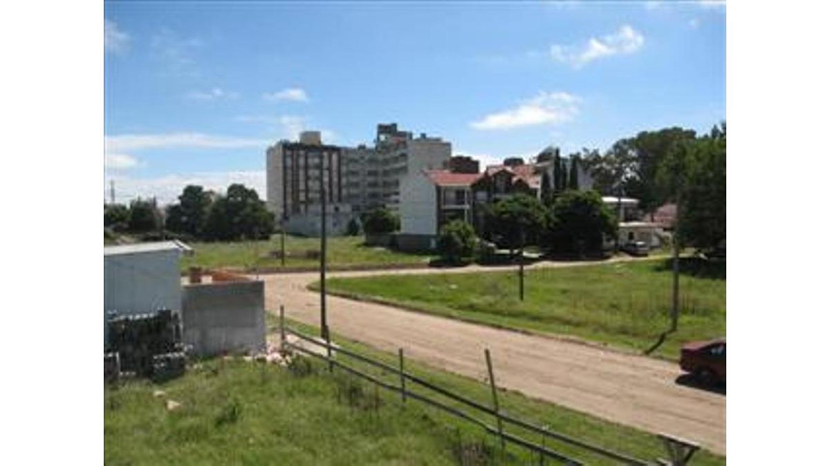 terrenos en calle 20 bis e/ 11 y 12 (cod. 504)