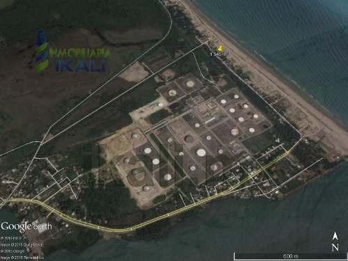 terrenos en la playa de tuxpan veracruz. lote con un área de 1,821 m² se ubica a un kilómetro del faro de la barra norte del municipio de tuxpan veracruz. en la zona restaurantera y hotelera, 23 metr