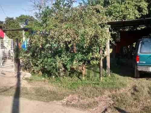 terrenos en tuxpan ver. terreno ubicado en la calle yucatán de la colonia manlio fabio altamirano. tiene una área de 300 m², frente de 10 m. y fondo de 30 m. en la parte de atras colinda con el ester