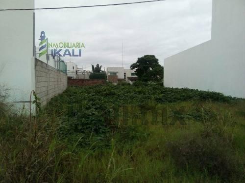terrenos en venta en la colonia jardines de tuxpan veracruz. ubicado a unos pasos de la calle río papaloapan cuenta con una superficie de 246 m², tiene 10 metros de frente a la calle por 20 m de fond