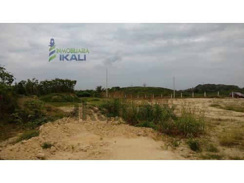 terrenos sobre el libramiento portuario de tuxpan veracruz 2 hectáreas o más zona industrial, en la zona industrial del puerto, tienen 100 metros de frente a la autopista por 200 m. de fondo, cuenta