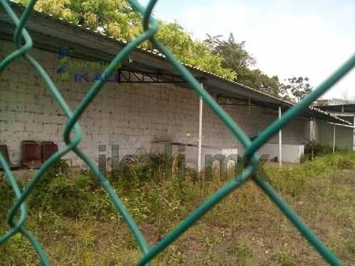 terrenos tuxpan ver. se encuentra ubicado en la calle 15 de septiembre #24 de la colonia centro por la bajada del puente, casi frente a transito municipal. se puede rentar dos terrenos juntos uno de