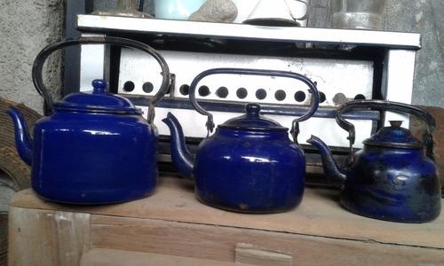 tetera azul antigua