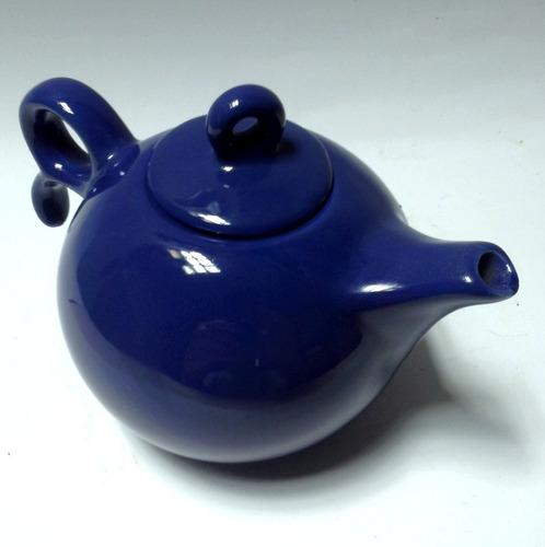 tetera pequeña cerámica azul pizarra cuerpo esférico