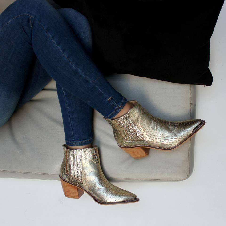 8ee2672d4 texanas botas botinetas con puntera y talonera cuero vacuno. Cargando zoom.