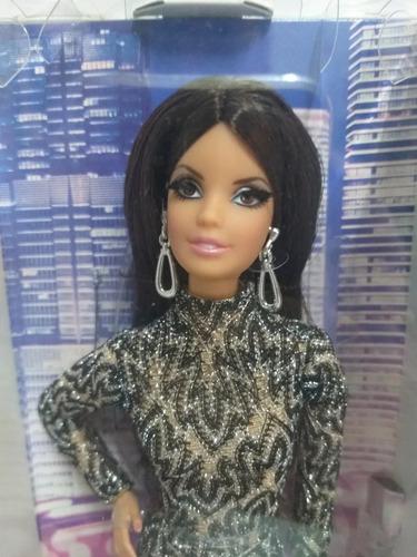 the barbie look city shine aphodite morena vestido renda