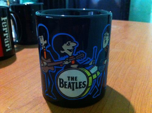 the beatles aura azul taza grabada