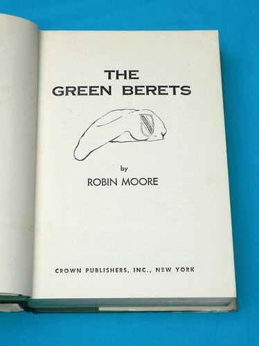 the green berets boínas verdes robin moore en inglés 1965