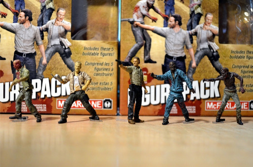 the walking dead construction figure pack ( orig) mcfarlane