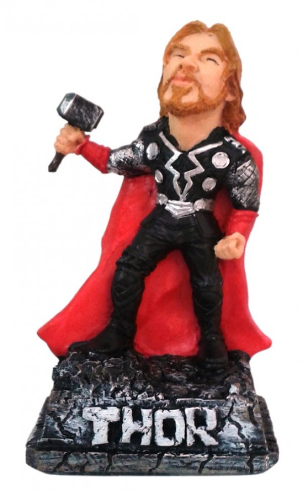 Thor Caricatura 16 Cm Estatueta Resina Decorado Enfeite R 5850