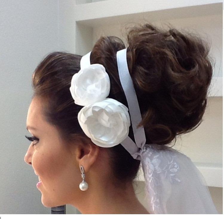 35c718df36 Tiara De Fita Para Noiva Arranjo Flor Branca Para Cabelo - R  49