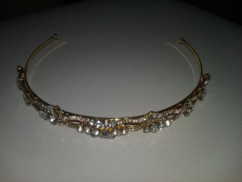 tiara dourada