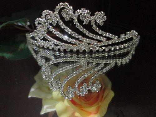 tiara/corona de strass.otros modelos............ oferta $299