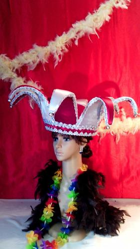 tiaras con plumas y sombreros de novios para la hora loca
