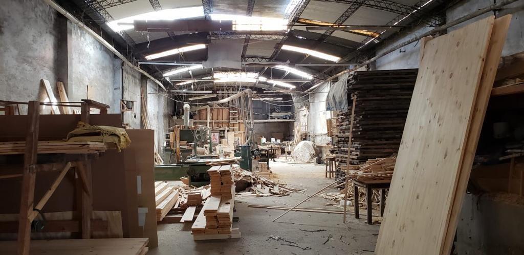 tigre: galpón de 350m2 cubiertos en zona industrial.