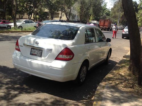 tíida 2015, sedan sense t/a1.8 color blanco