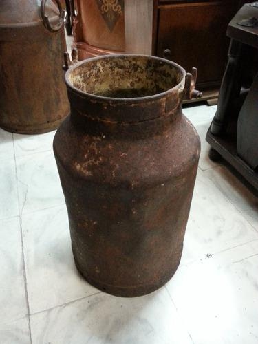 tina de leche antigua en hierro decorativa