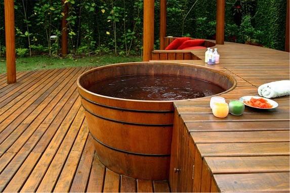 Tinas de madera terrazas muebles dise o construcci n for Muebles para terraza en madera