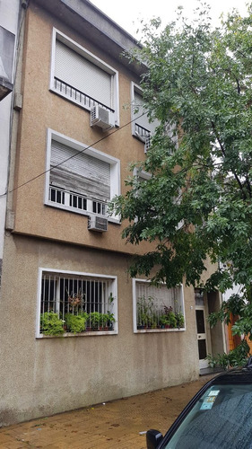 tipo casa 3 ambientes 2 piso por escalera al frente
