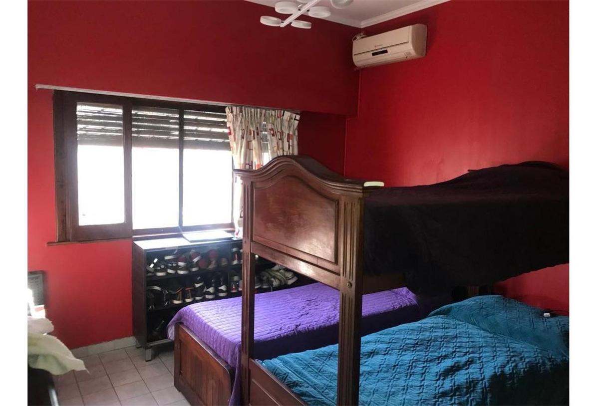 tipo casa al frente entrada independiente 2 dormitorios y pa