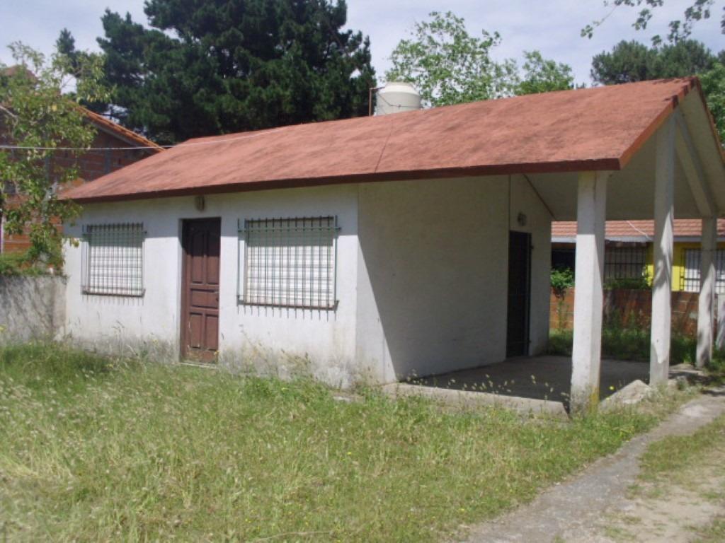 tipo casa de 2 ambientes con patio y cochera