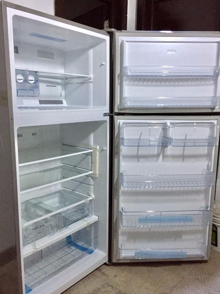 tipo departamento con baño y cocina lavarropas, heladera etc