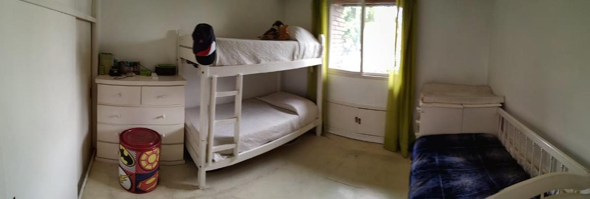 tipo duplex, cochera doble, baulera, 3 dorm (1 ste), 2 bños y toil, 2 balcones