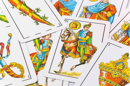 tiradas de cartas con diferentes mazos