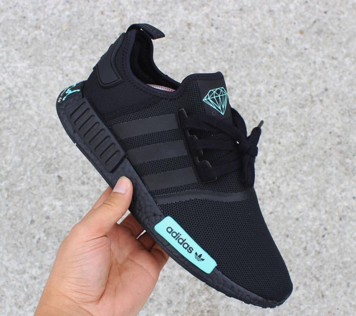 76b171318e tênis adidas nmd r1 x diamond preto original promoção. Carregando zoom.