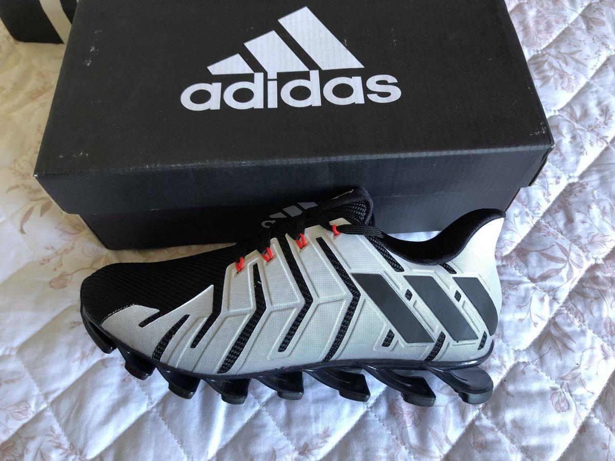 bf022fbb7b tênis adidas springblade pro masculino - branco e preto. Carregando zoom.