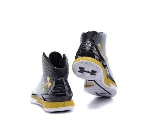 25b859f1d22 Tênis Basqueteira Under Armour Curry Original Lançamento - - R  549 ...
