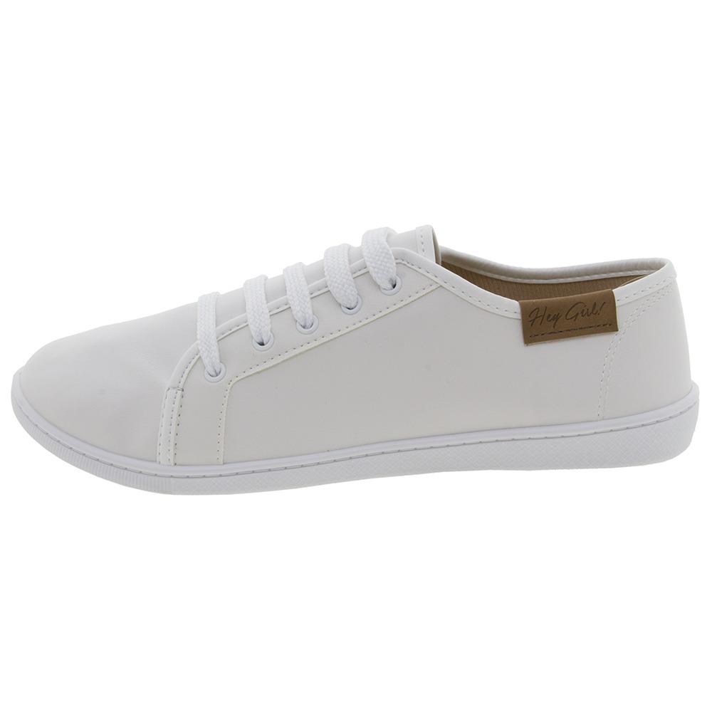 b47797045107c Tênis Feminino Casual Branco Moleca - 5605100 - R$ 59,99 em Mercado ...